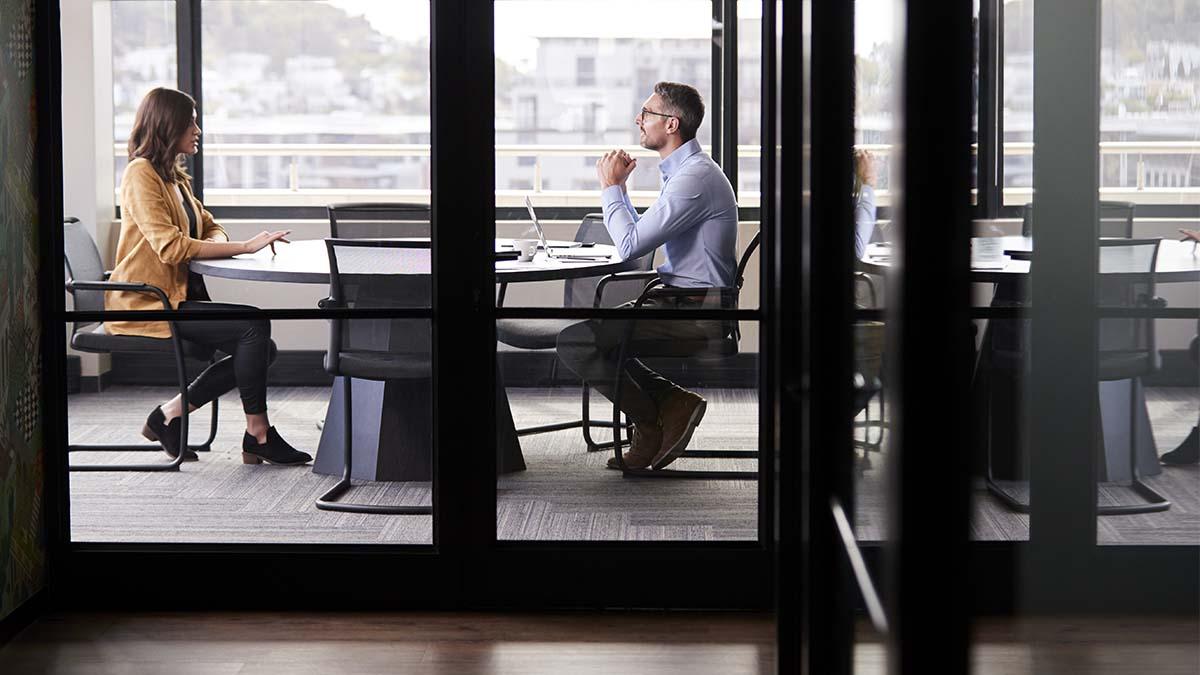 Búsqueda de Empleo después de los 50: ¿Cómo afrontarlo después de un despido?   Insigni